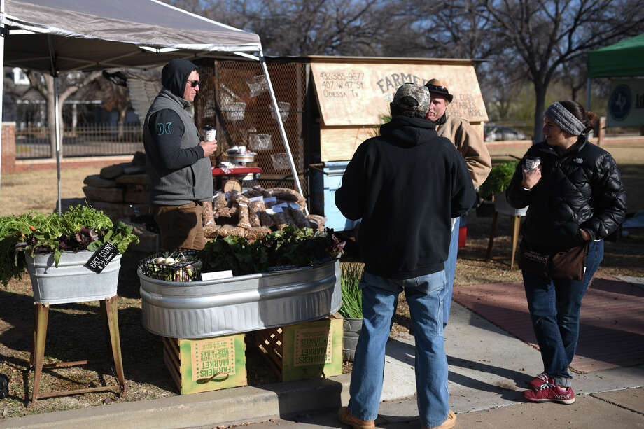 Patrons chat at the Midland Downtown Farmers Market Winter Market, Dec. 16 at the Museum of the Southwest. Eating more vegetables and lean proteins and reducing or eliminating sugary snacks and drinks is a way to work toward goal of losing weight. Photo: James Durbin