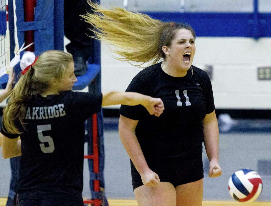 Oak Ridge setter Carly Graham (11) reacts alongside middle blocker Brianna Rhodes (5) after scoring a point during the third set of a Region II-6A area volleyball match at Corsicana High School, Friday, Nov. 3, 2017, in Corsicana. Photo: Jason Fochtman, Staff Photographer / © 2017 Houston Chronicle