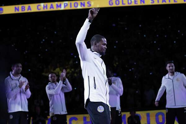 Kevind Durant (35) acknowledges the crowd as they cheer him getting his ring before the Golden State Warriors played the Houston Rockets at Oracle Arena in Oakland, Calif., Tuesday, October 17, 2017.