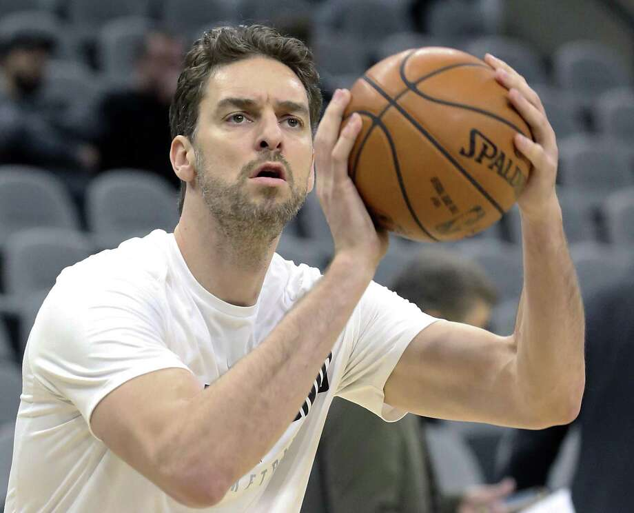 Pau Gasol warms up before the Spurs host the Mavs at the AT&T Center on December 16, 2017 Photo: Tom Reel, Staff / San Antonio Express-News / 2017 SAN ANTONIO EXPRESS-NEWS