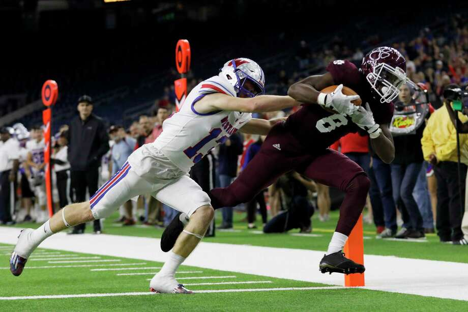 Not all agreed that Erick Hallett (8) landed inbounds on this fourth-quarter touchdown catch in Cy-Fair's 14-6 victory over Austin Westlake in the Class 6A Division II semifinals at NRG Stadium. Photo: Tim Warner, Freelance / Houston Chronicle