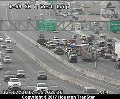 Three-car crash shuts down Southwest Freeway - Houston Chronicle