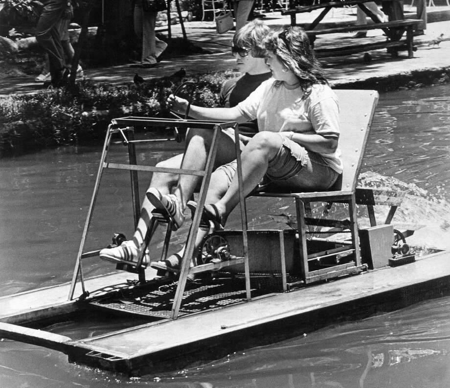 In the 1960s and '70s paddleboats plied the river. Games of chicken were not uncommon. Photo: Express-News File Photo / SAN ANTONIO EXPRESS-NEWS