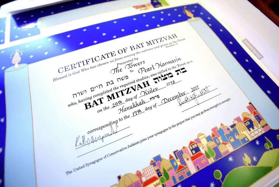 Certificates were given to residents at a b'nai mitzvah Hanukkah service. Photo: Arnold Gold / Hearst Connecticut Media / New Haven Register