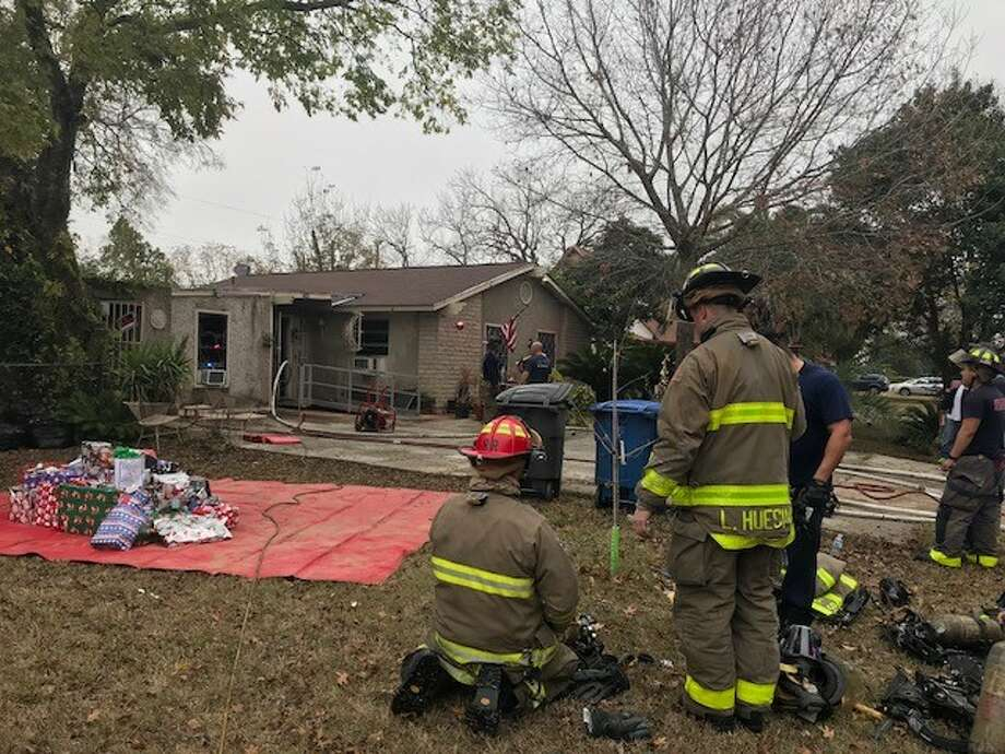 San Antonio firefighter rescued Christmas and save the home for one East Side family Sunday evening, Dec. 16, 2017. Photo: Alexandro M. Luna