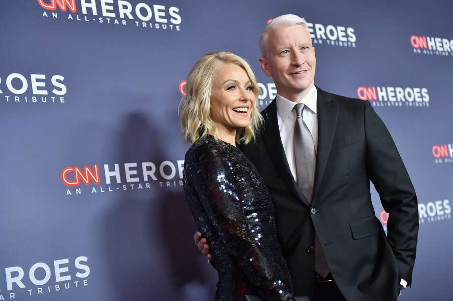 Kelly Ripa (L) and Anderson Cooper attends CNN Heroes 2017 at the American Museum of Natural History on December 17, 2017 in New York City.  Photo: Mike Coppola/Getty Images For CNN