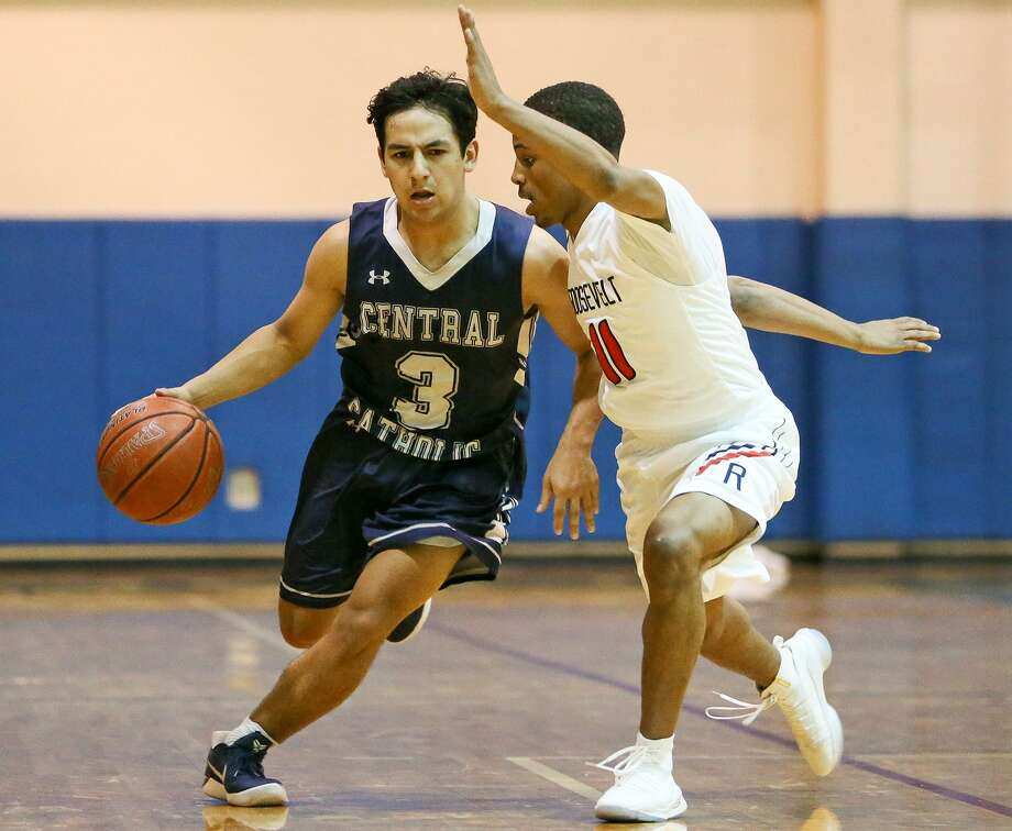 Central Catholic's Ozzy Cuellar (left) tries to drive past Roosevelt's Osiris Watson during the second half of their non-district boys basketball game with Roosevelt at Roosevelt on Friday, Dec. 15, 2017.  Roosevelt beat the Buttons 53-49 in overtime. MARVIN PFEIFFER/mpfeiffer@express-news.net Photo: Marvin Pfeiffer, Staff / San Antonio Express-News / Express-News 2017