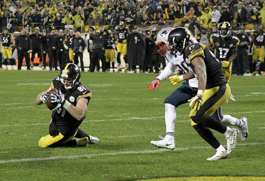 Pittsburgh Steelers tight end Jesse James (81) has a knee down before crossing the goal line with a pass from quarterback Ben Roethlisberger during the second half of an NFL football game against the New England Patriots in Pittsburgh, Sunday, Dec. 17, 2017. (AP Photo/Don Wright) Photo: Don Wright, Associated Press / FR87040 AP