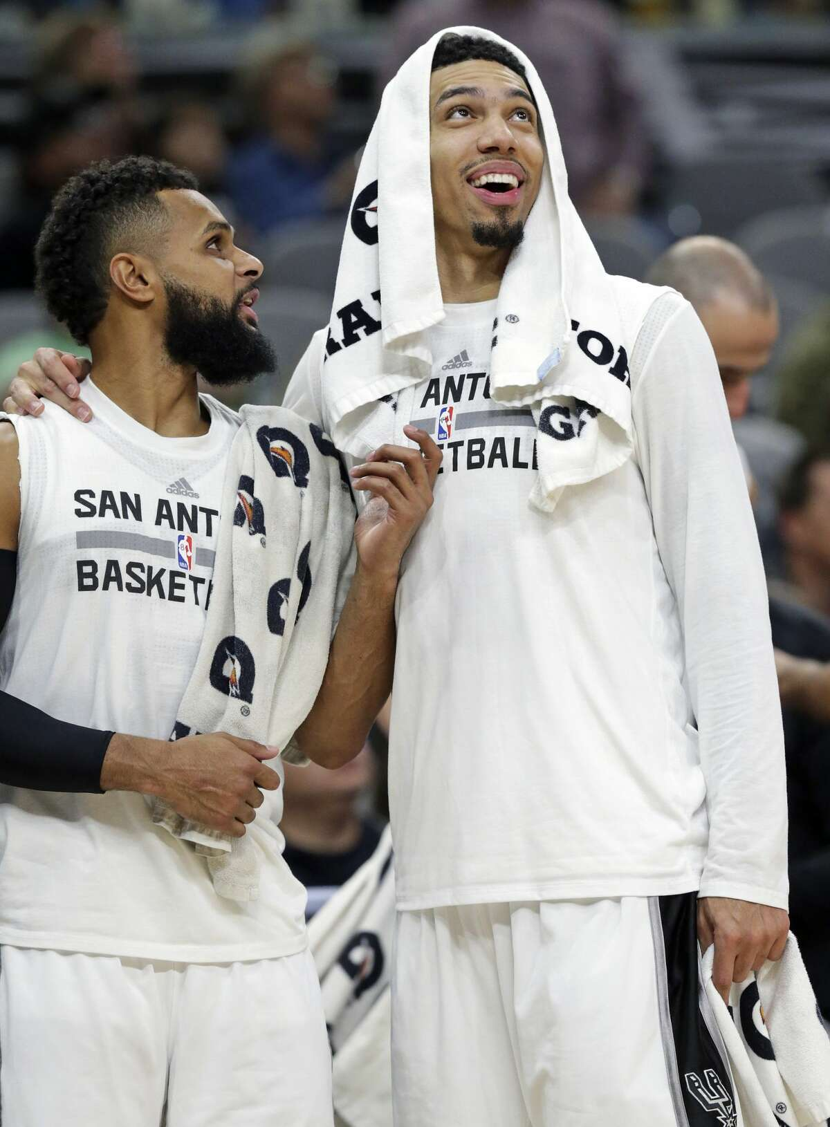 Danny Green and Patty Mills check the scoreboard as the Spurs pull off a 40 point win as the Spurs host the Lakers at the AT&T Center on January, 12, 2017.