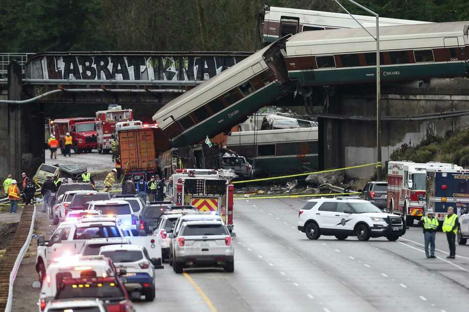 First responders work and assess the derailed Amtrak crash site in DuPont, Wash Monday, Dec. 18, 2017. Photo: GRANT HINDSLEY, SEATTLEPI.COM / SEATTLEPI.COM