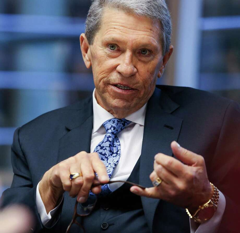 Hunter Harrison: CSX railway boss dies