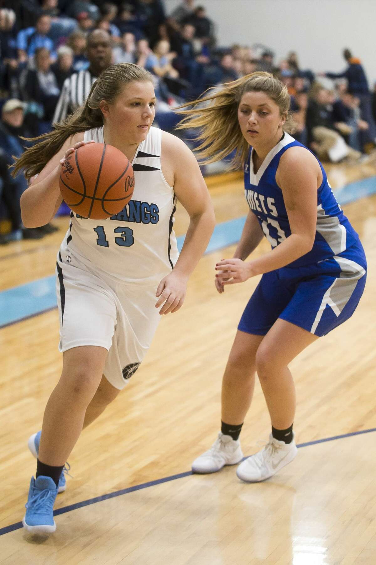 Meridian junior Karley Kent dribbles toward the basket during a game against Coleman on Monday, Dec. 18, 2017 at Meridian Early College High School. (Katy Kildee/kkildee@mdn.net)
