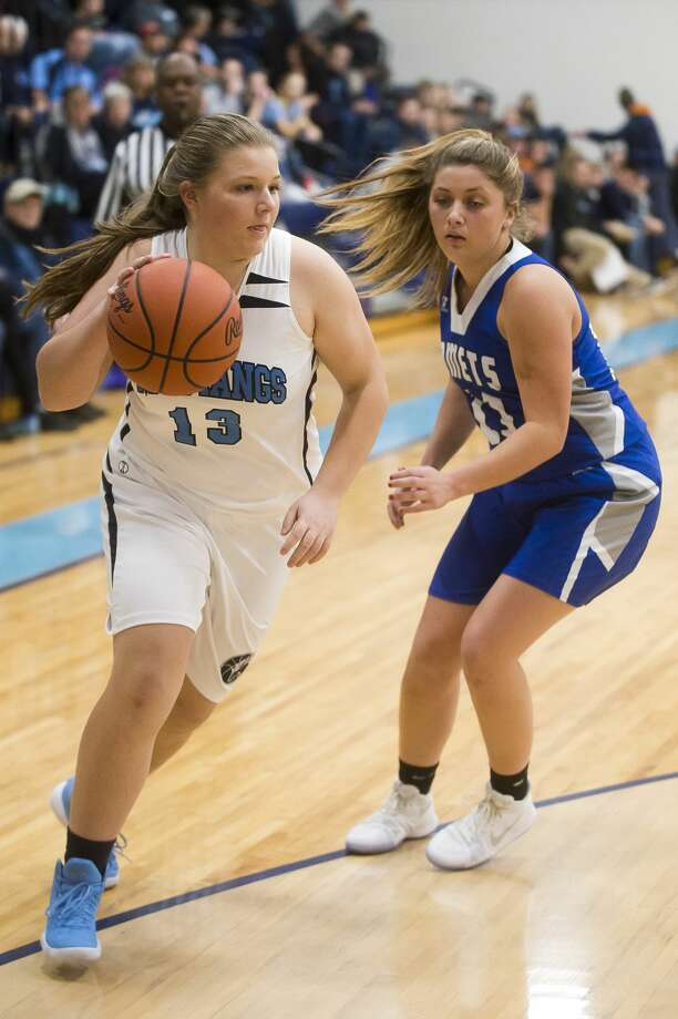 Meridian junior Karley Kent dribbles toward the basket during a game against Coleman on Monday, Dec. 18, 2017 at Meridian Early College High School. (Katy Kildee/kkildee@mdn.net) Photo: (Katy Kildee/kkildee@mdn.net)