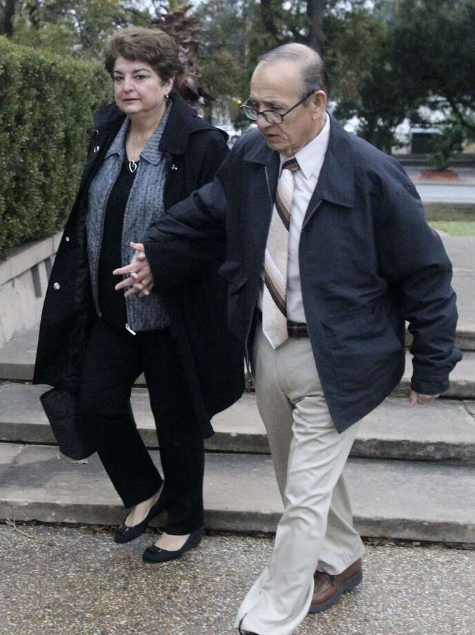 Olga Hernandez (left) approaches the John H. Wood, Jr. Federal Courthouse Monday. Hernandez, a former San Antonio Independent School District trustee, was acquitted of public corruption charges. Photo: John Davenport /San Antonio Express-News / ©San Antonio Express-News/John Davenport