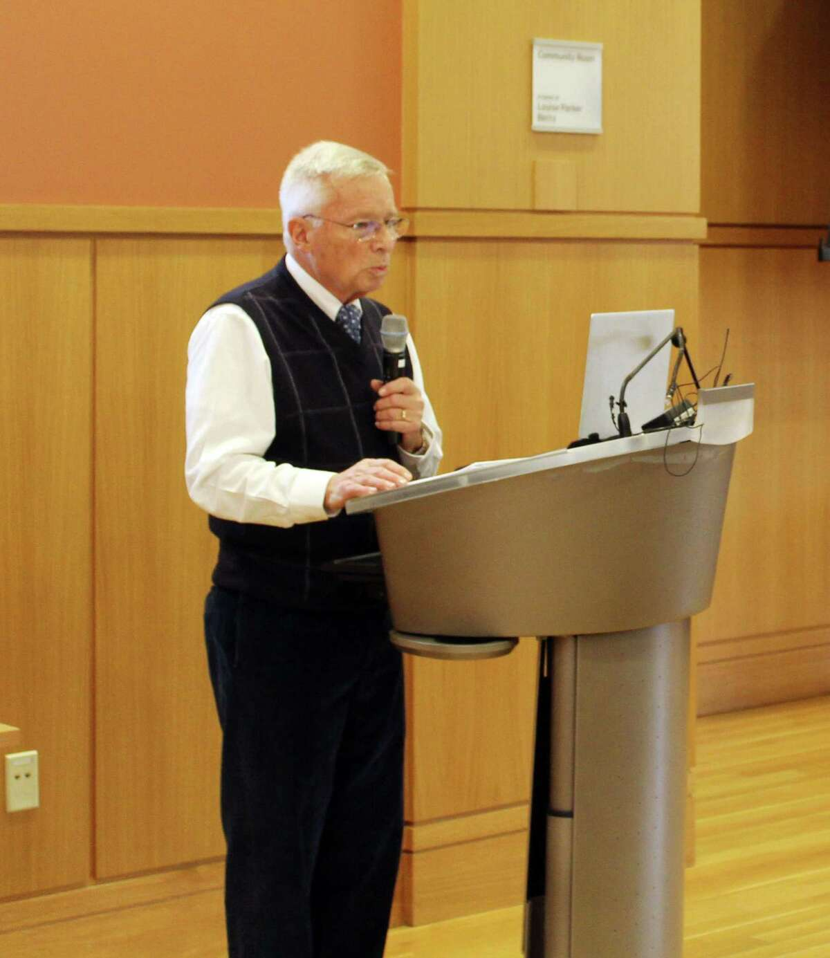 Peter Eder, a founding member of At Home in Darien, addresses members at the group's annual meeting at the library in Darien, Conn. on Dec. 13, 2017