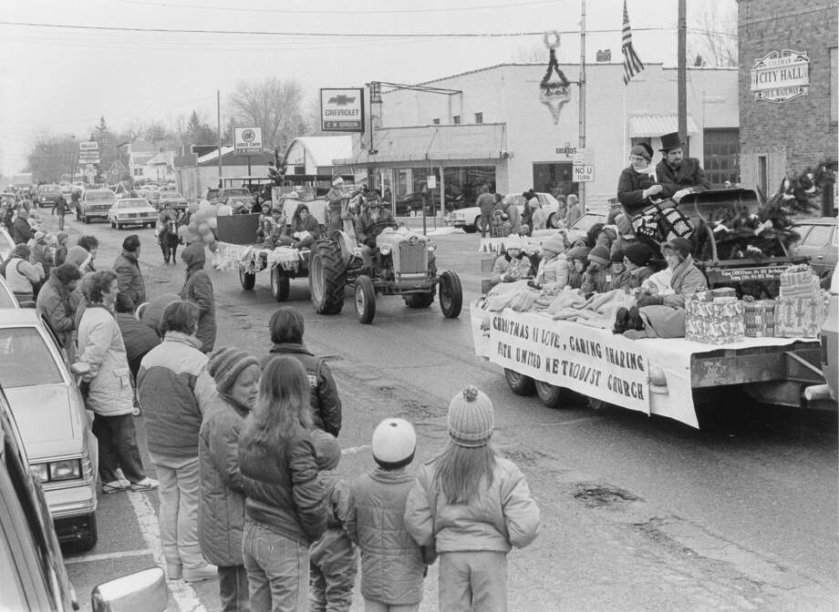 Floats pass in review as Coleman stages its Christmas parade. December 1985 Photo: Daily News File Photo