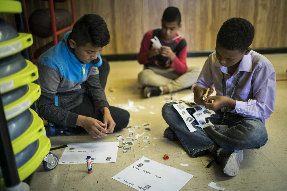 Immigrant students at Las Américas Newcomer School learn about traditional Thanksgiving foods.