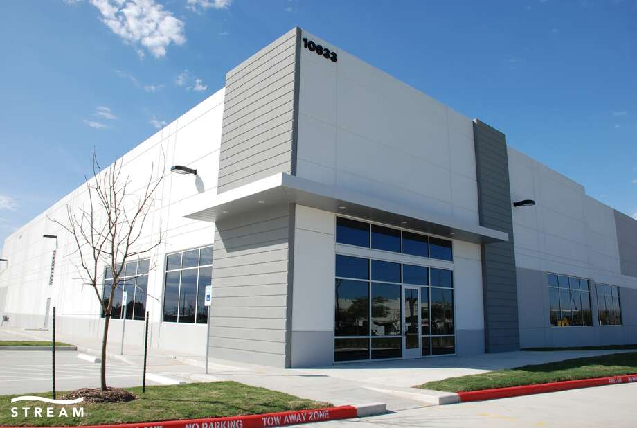Stafford Grove Industrial Park was developed by Crow Holdings Industrial. The southwest Houston-area complex consists of three buildings spanning 351,960 square feet.