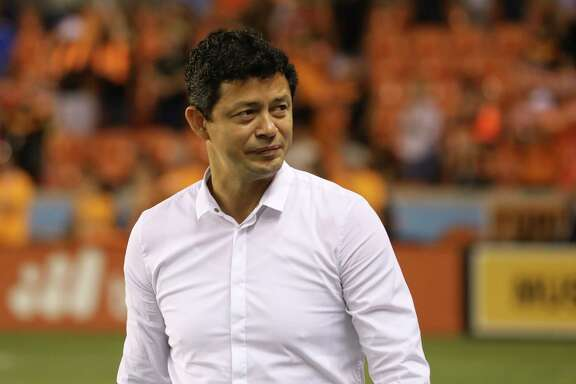 En su primera temporada en Houston, el director técnico colombiano Wilmer Cabrera (izq.) llevé³ al Dynamo hasta la final de la Conferencia Oeste de la MLS. ( Yi-Chin Lee / Houston Chronicle )