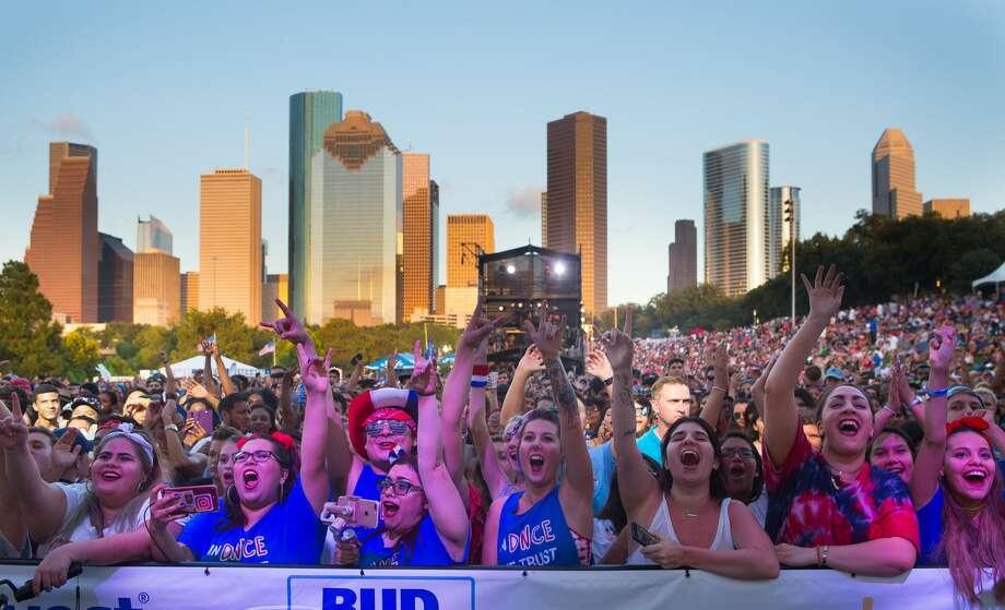 Houstonians celebrate at the CITGO Freedom Over Texas Independence Day celebration along the Buffalo Bayou, Tuesday, July 4, 2017. Photo: Mark Mulligan/Houston Chronicle