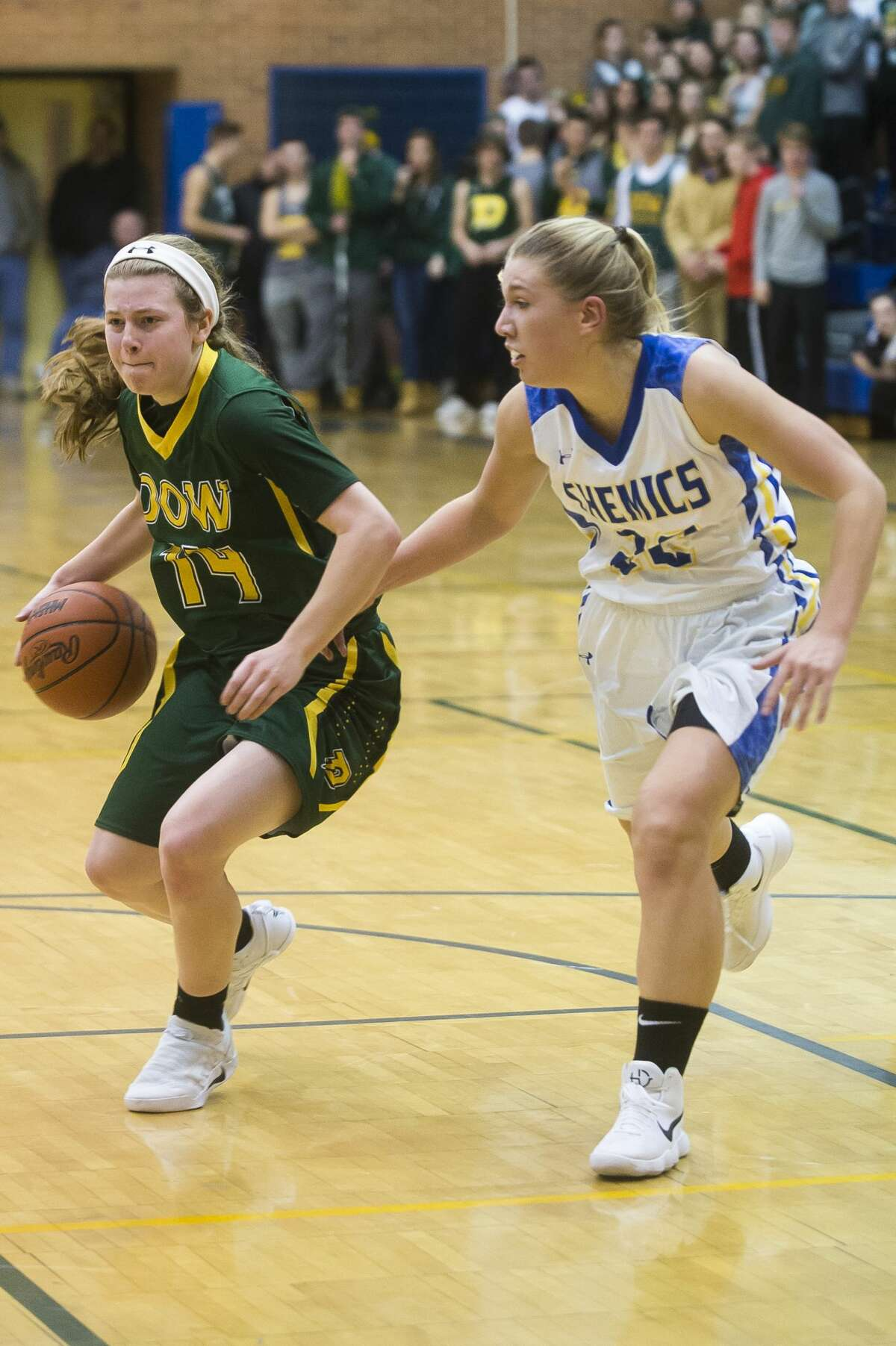 Dow junior Molly Davis dribbles down the court during the Chargers' game against Midland on Tuesday, Dec. 19, 2017 at Midland High School. (Katy Kildee/kkildee@mdn.net)