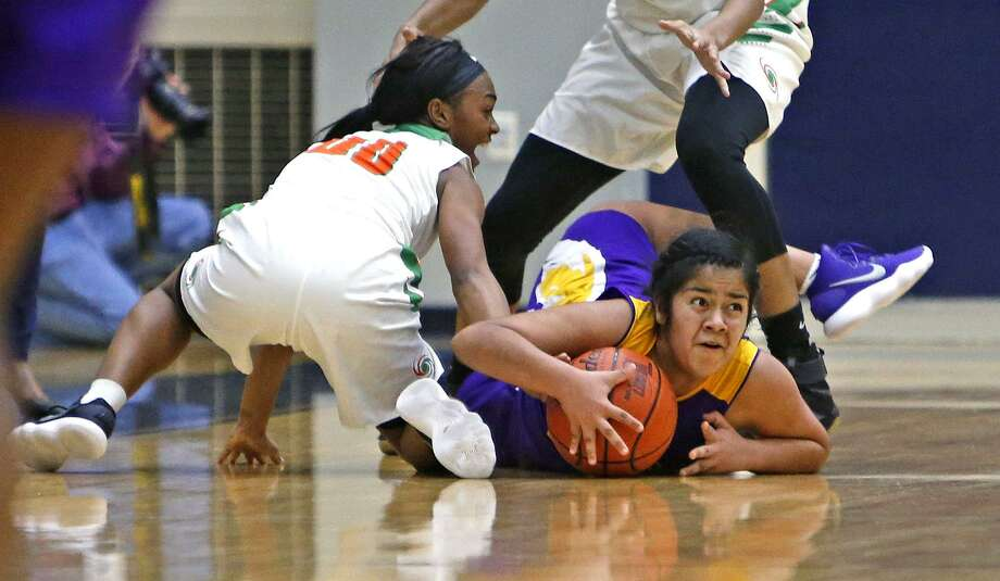 Brackenridges' Genesis Teran looks to call a time-out after being pressured by Sam Houstons' Khadija Derry from the District 28-5A high school girls baskebtall game between Brackenridge and Sam Houston on Tuesday, December 19, 2017 at Alamo Convocation Center. Photo: Ron Cortes, Freelance / For The San Antonio Express-News