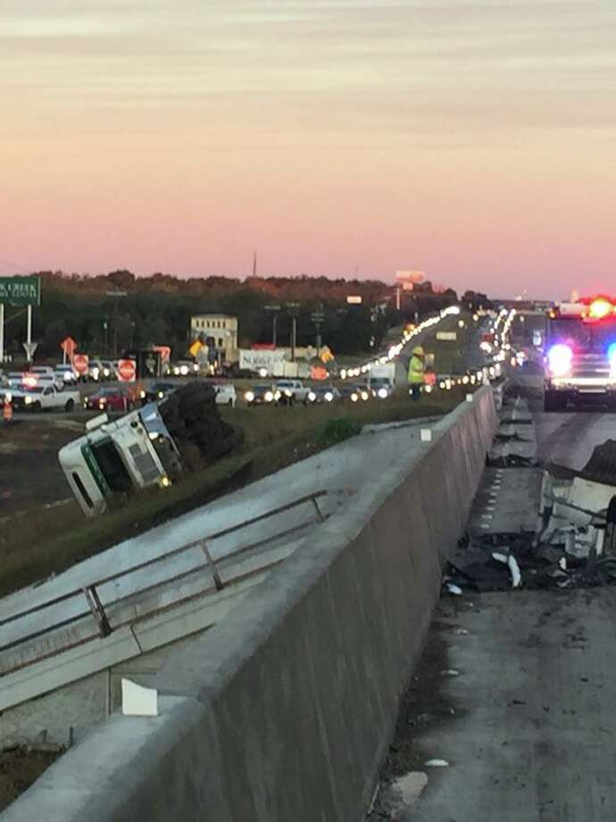 An 18-wheeler crash south of Boerne shut down Interstate 10 on Wednesday, Dec. 20, 2017. Photo: Boerne Police Department