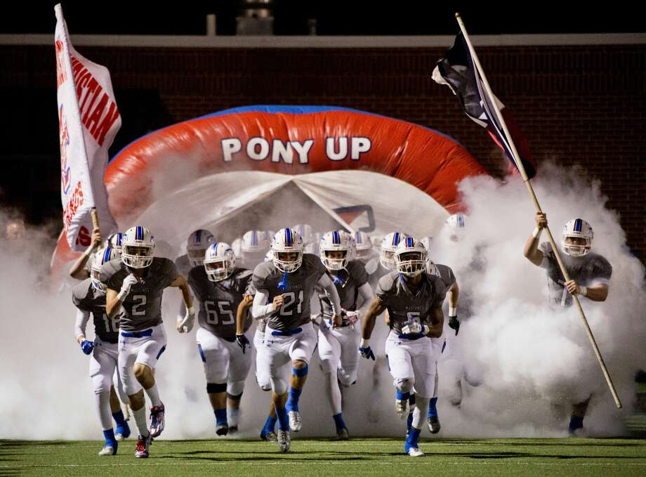 Midland Christian takes the field 11/10/17 in the TAAPS Division 1, District 1 championship game at Gordon Awtry Field against Fort Worth Christian. Tim Fischer/Reporter-Telegram Photo: Tim Fischer/Midland Reporter-Telegram