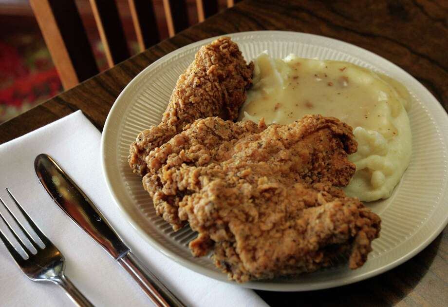 Fried chicken still frames the identity of the relocated Earl Abel's Restaurant. Photo: San Antonio Express-News File / SAN ANTONIO EXPRESS-NEWS