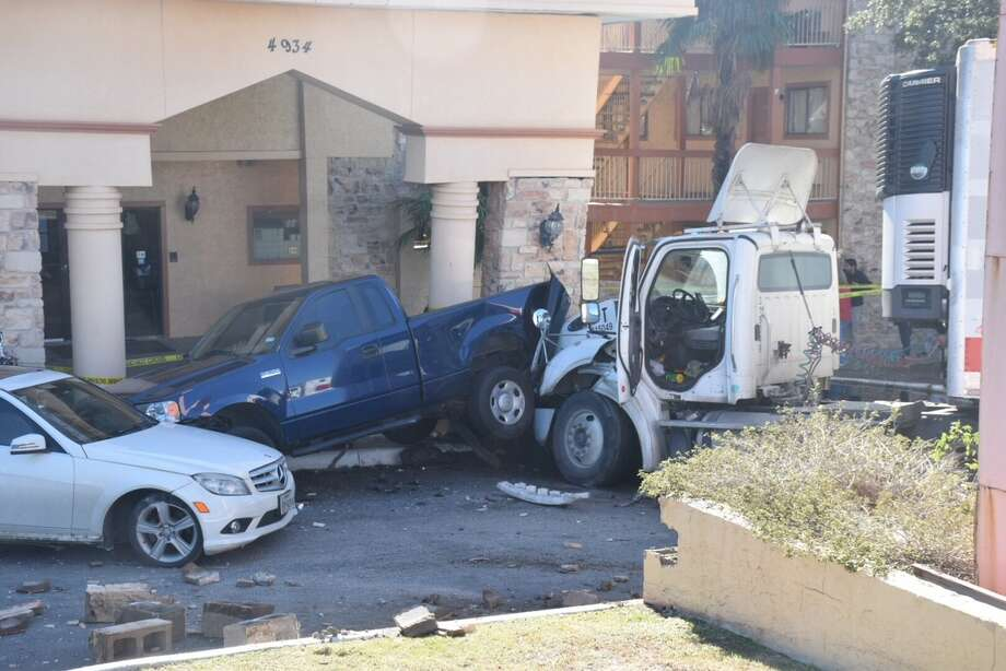 An 18-wheeler veered off a Loop 410 access road on Wednesday, Dec. 20, 2017, crashing into several cars and an entrance at Fiesta Inn & Motel in the 4900 block of Northwest Loop 410. Photo: Caleb Downs / San Antonio Express-News