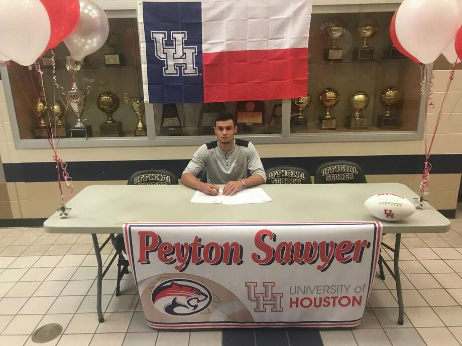 Clear Springs wide receiver/kick returner Peyton Sawyer has signed a national football letter of intent with the University of Houston.