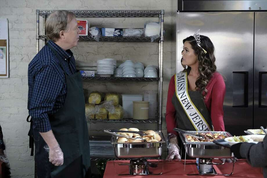 """GREAT NEWS -- """"A Christmas Carol Wendelson"""" Episode 207 -- Pictured: (l-r) Stewart Skelton as Dave, Lindsey Grubbs as Miss New Jersey -- (Photo by Eddy Chen/NBC) ORG XMIT: Season:2 Photo: Eddy Chen, Credit: Eddy Chen/NBC / 2017 NBCUniversal Media, LLC. Credit: Eddy Chen/NBC"""