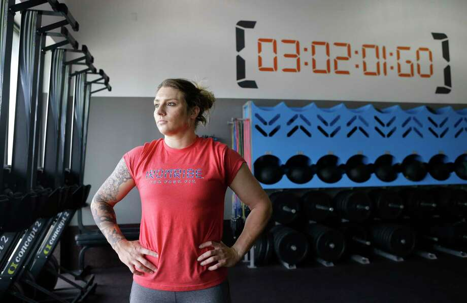 Brandi Yates of Richmond credits her dramatic physical transformation to changing up her fitness routine and making other major life changes. Photo: Melissa Phillip, Houston Chronicle / © 2017 Houston Chronicle