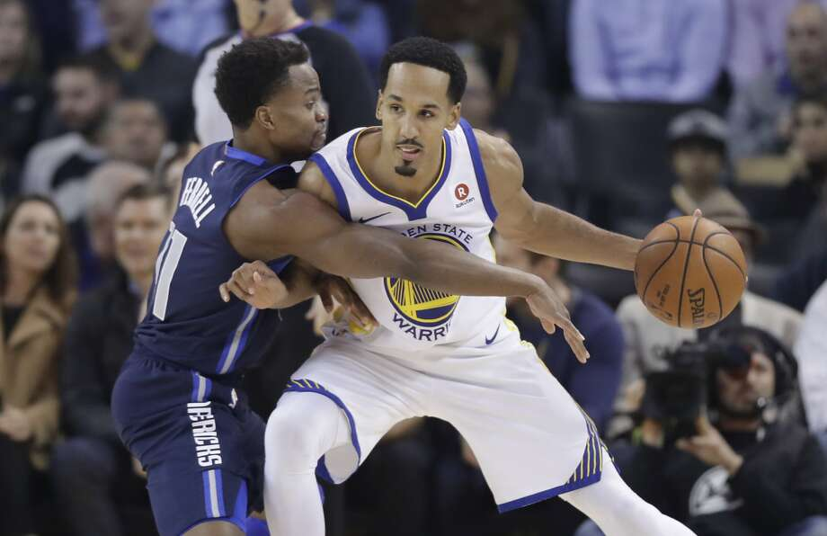 Golden State Warriors' Shaun Livingston, right, is defended by Dallas Mavericks' Yogi Ferrell during the first half of an NBA basketball game Thursday, Dec. 14, 2017, in Oakland, Calif. (AP Photo/Marcio Jose Sanchez) Photo: Marcio Jose Sanchez, Associated Press