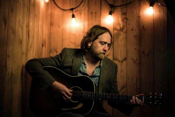 Singer-songwriter Hayes Carll