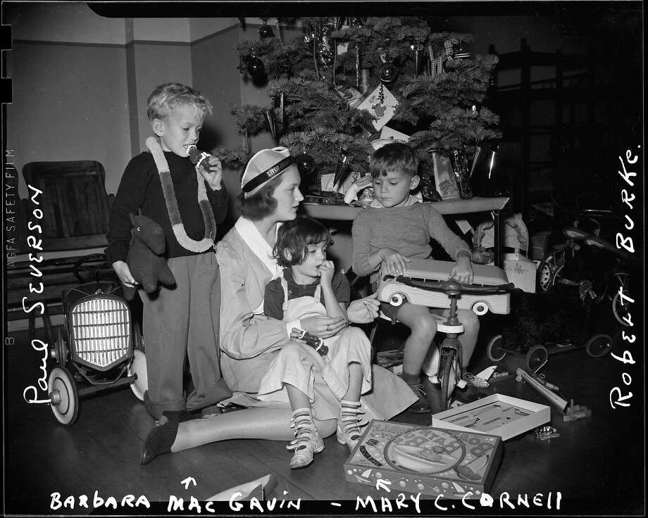 Evacuees like these fled to S.F. from Hawaii during the 1941 holidays after Japan attacked Pearl Harbor. Photo: San Francisco Chronicle Archive, The Chronicle
