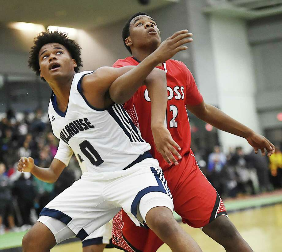Hillhouse defeats cross-town rival Wilbur Cross, 77-69, at the Floyd Little Athletic Complex, Wednesday, Dec. 20, 2017. Photo: Catherine Avalone, Hearst Connecticut Media / New Haven Register