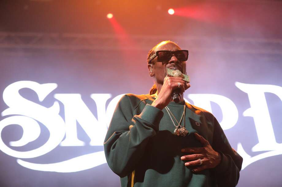 Snoop Dogg gave San Antonio its last dose of old-school and current rap hits for 2017 at the Aztec Theatre on Wednesday, Dec. 20, 2017. A variety of concert goers showed up for the show, which was announced just days ago. Photo: Marco Garza, For MySA.com