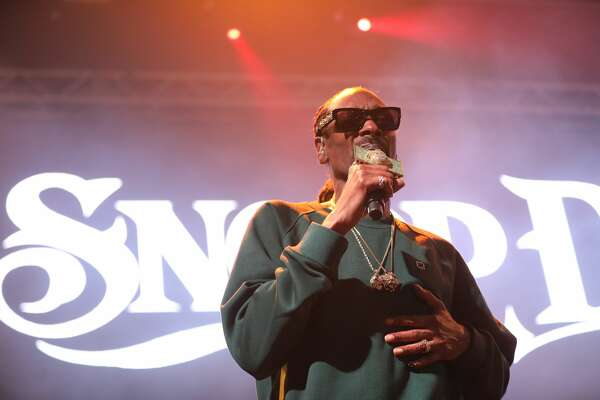 Snoop Dogg gave San Antonio its last dose of old-school and current rap hits for 2017 at the Aztec Theatre on Wednesday, Dec. 20, 2017. A variety of concert goers showed up for the show, which was announced just days ago.