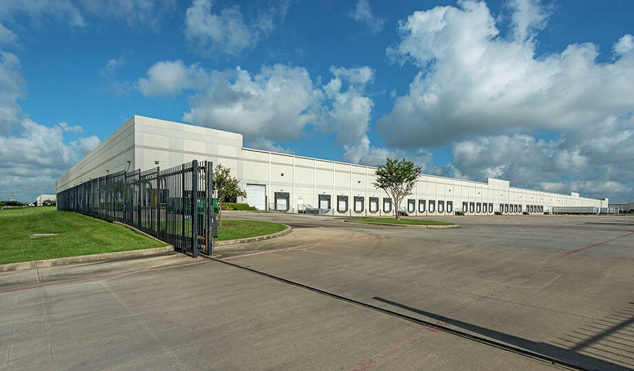 Duke Realty Corp. has purchased Bayport Distribution Center II, a two-building, fully leased industrial warehouse project totaling 772,500 square feet. Photo: HFF / Richard Burger