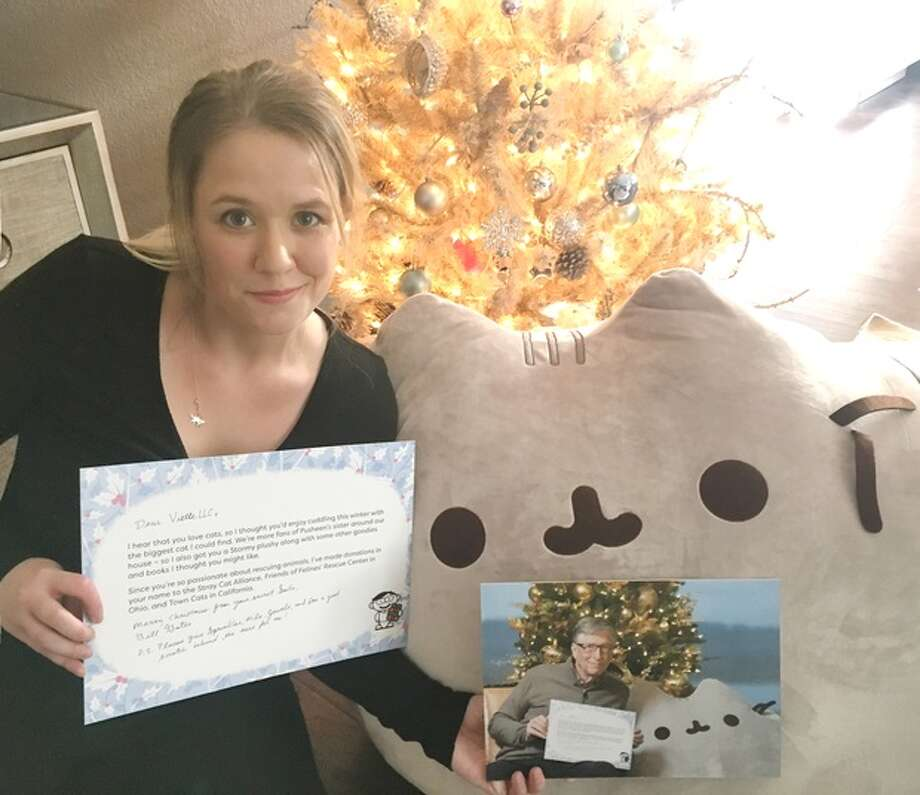 Megan Cummins shows off the letter, photograph and giant stuffed Pusheen cat from Bill Gates. Photo: Reddit Photo / VietteLLC