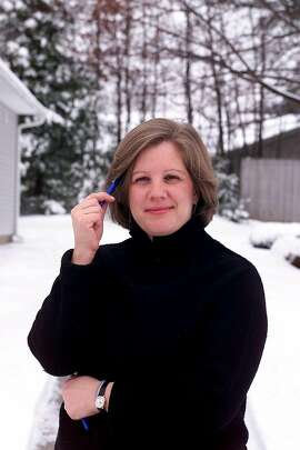 FILE -- Janet Elder during her coverage of the presidential primary in 2000, in Manchester, N.H. Elder, who in a three-decade career at The New York Times rose from reporter to deputy managing editor, along the way spending many years as the editor of news surveys and election analysis, died on Dec. 21, 2017. She was 61. (Chang W. Lee/The New York Times)