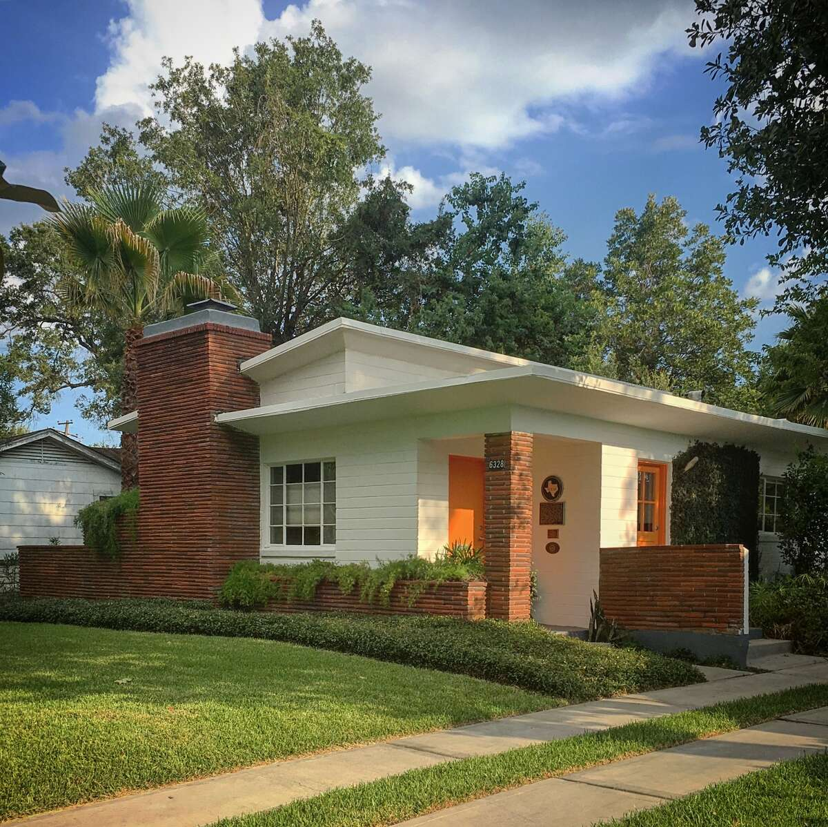 The Minella House was a 1950s effort to use concrete as an alternative to wood-frame homes. Ben Koush's restoration of this home won a 2017 Preservation Award from Houston Mod.