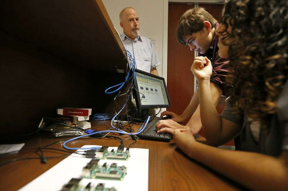 UTSA mathematics professor Walter Richardson, Jr. (from left) with students, senior Jonathan Esquivel, mathematics and computer science major and junior Ariana Marie Moncada, mathematics and statistics major, show images from the Sky-Imager, Thursday Nov. 16, 2017 at the campus. Photo: Edward A. Ornelas /San Antonio Express-News / © 2017 San Antonio Express-News
