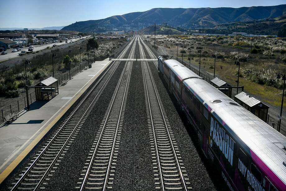 A south bound CalTrain sits on the tracks while making a stop at the Bayshore CalTrain Station in Brisbane, Calif., on Thursday December 21, 2017. Photo: Michael Short, Special To The Chronicle