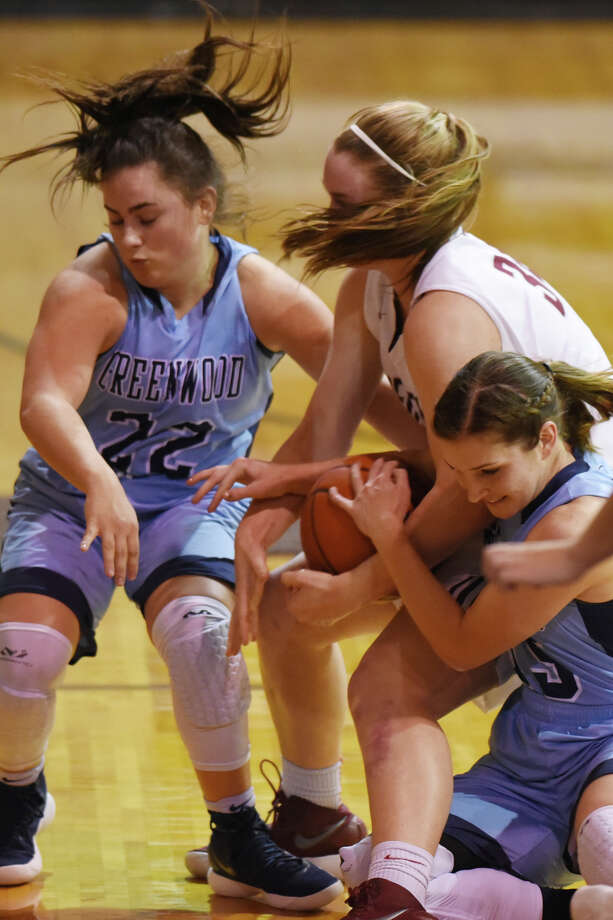 Lee's Paige Low (34) tries to hold on to the ball against Greenwood's Ellis Kensleigh (22) and Natalee Karcher (15) on Dec. 21, 2017 at Lee High School. James Durbin/Reporter-Telegram Photo: James Durbin
