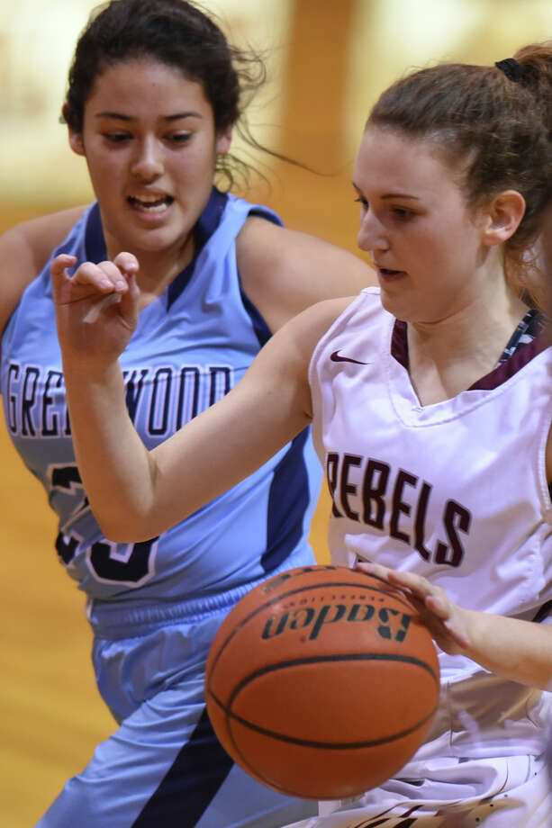 Lee's Karigan Edwards (2) dribbles against Greenwood's Ariana Leyva (23) on Dec. 21, 2017 at Lee High School. James Durbin/Reporter-Telegram Photo: James Durbin
