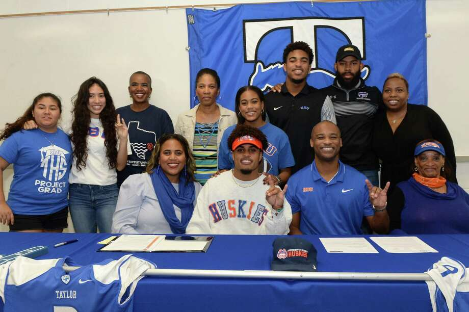 Ean Beek is surrounded by his family after signing a commitment to play football at HBU, at Taylor High School in Katy, TX on Wednesday, December 20, 2017. Photo: Craig Moseley, Staff / ©2017 Houston Chronicle