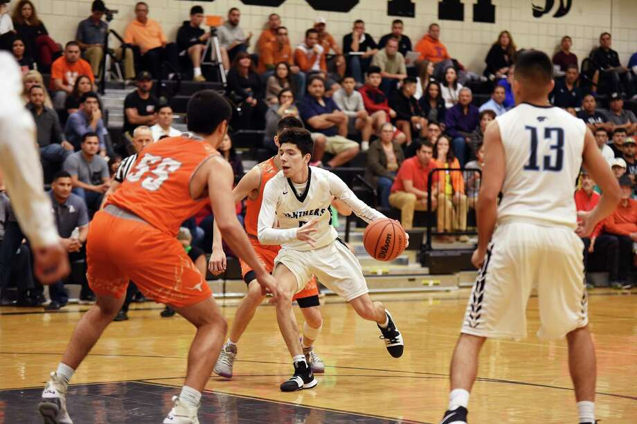 Eliud Gonzalez scored 11 points in a losing effort as United South fell at home against United for the third straight season losing 60-56 Thursday. The three losses have come by a combined eight points. Photo: Christian Alejandro Ocampo /Laredo Morning Times / Laredo Morning Times