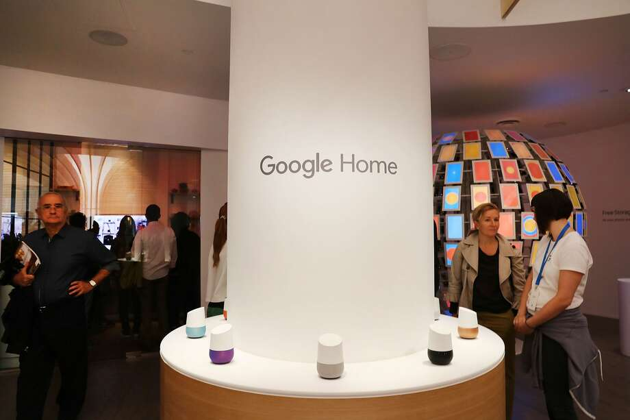 NEW YORK, NY - OCTOBER 20: People visit the new Google pop-up shop in the SoHo neighborhood on October 20, 2016 in New York City. Photo: Spencer Platt/Getty Images